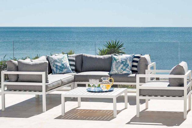 Gartenmöbel aus Aluminium in weiß
