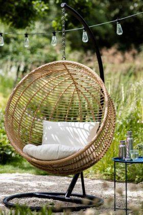 Hängender Gartenstuhl aus Bambus.