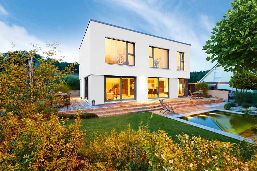 Große Fensterfronten als wichtige Bauhaus Prinzipien im GUSSEK HAUS