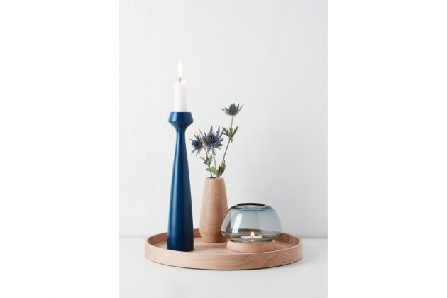 Wohnaccessoires aus Holz: Kerzenständer TULIP in blau von applicata