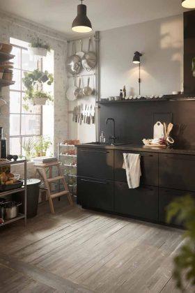 """schwarze Küche """"Maximera"""" mit schwarzen Armaturen."""