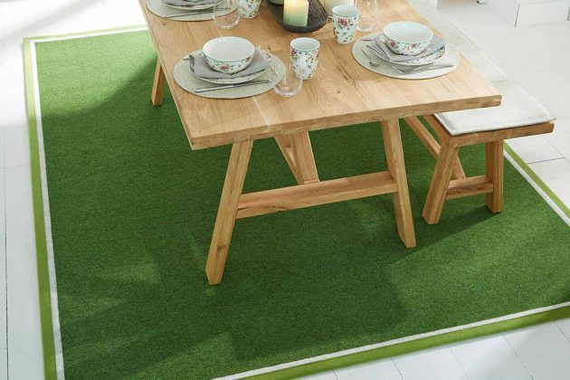 Grüner Teppich in Esszimmer