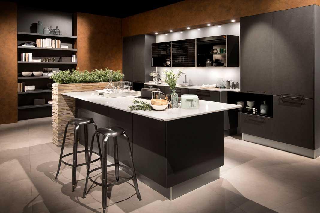 Küchen mit kleinem Kräuterbeet sorgen für frisches Ambiente