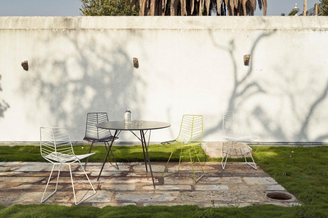 Gartenmöbel Tische und Stühle aus der Kollektion Leaf.
