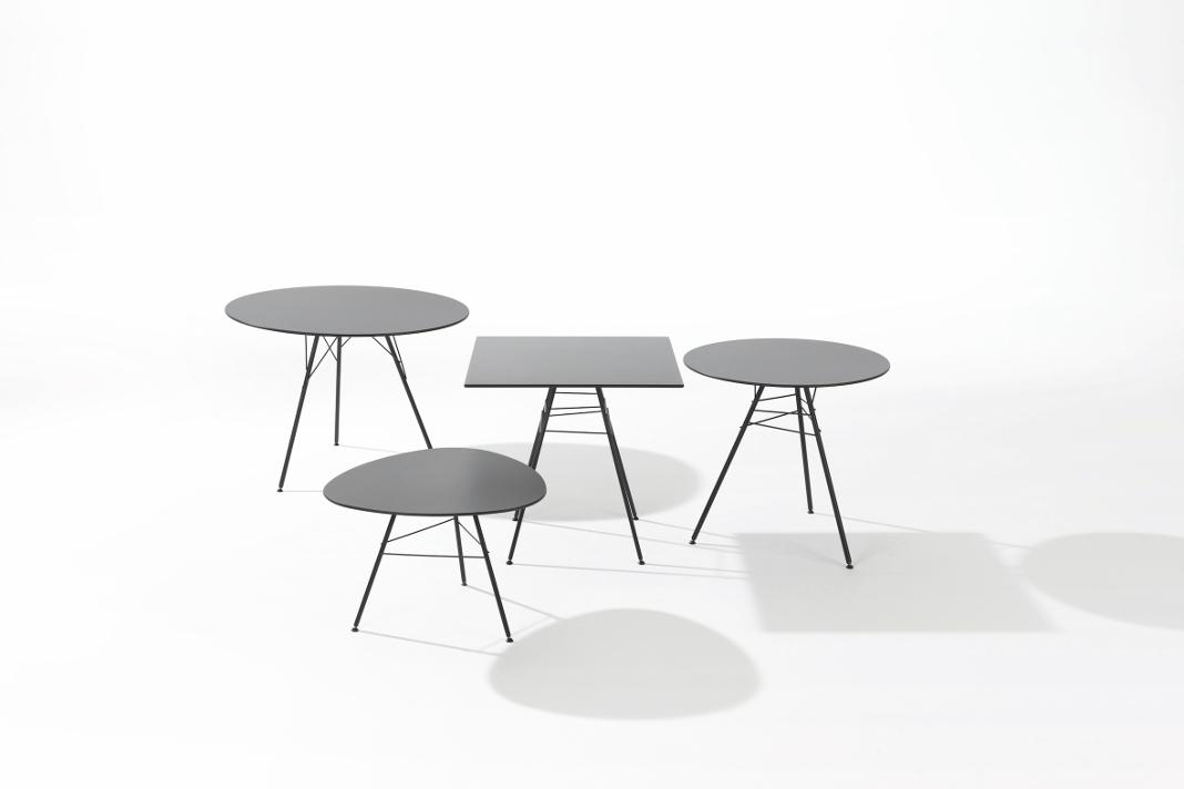 Tisch Leaf in unterschiedlichen Varianten - Gartenmöbel aus Metall