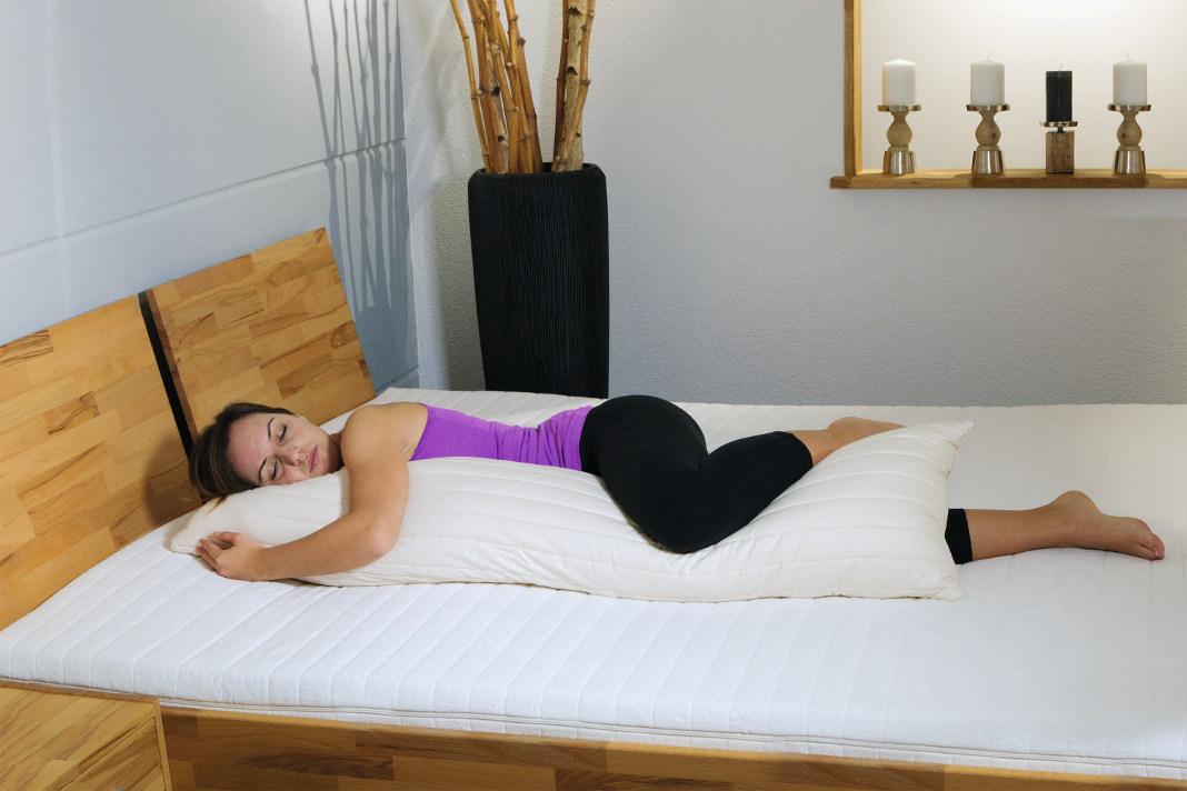 Mit den den ökologischen Seitenschläferkissen, die GOTS-zertifiziert sind, kann man in Ruhe schlafen und gönnt dem Körper eine extra Portion Erholung.