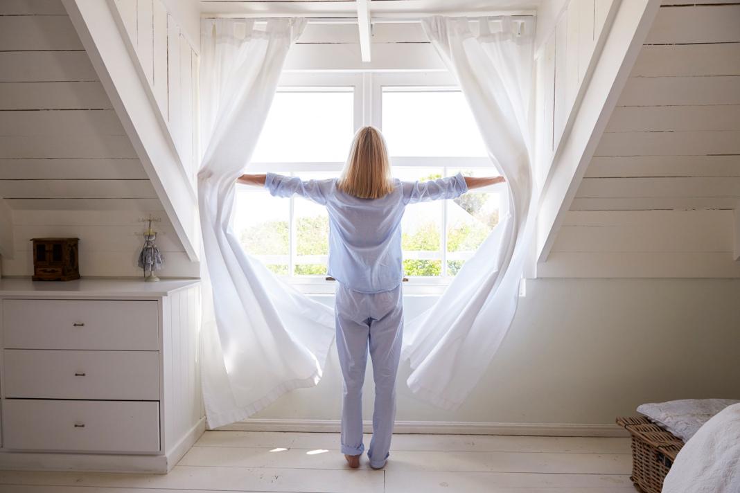 Die richtige Luftzirkulation im Schlafzimmer trägt zum gesunden Schlaf und damit zu einem gesunden Körper bei.