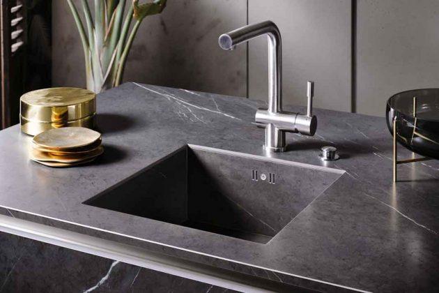 Spüle und Arbeitsplatte aus einem Guss – perfekt für moderne Küchen.
