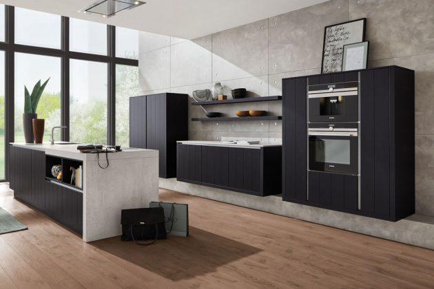 Schwarze Küchen mit hellen Arbeitsflächen, passend zu den Trends 2019