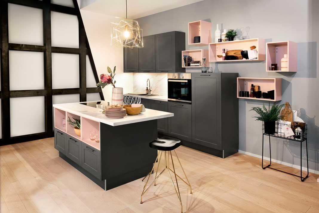 Moderne Küchen wie diese in der Farbe Rosé gehören zu den Trends 2019.