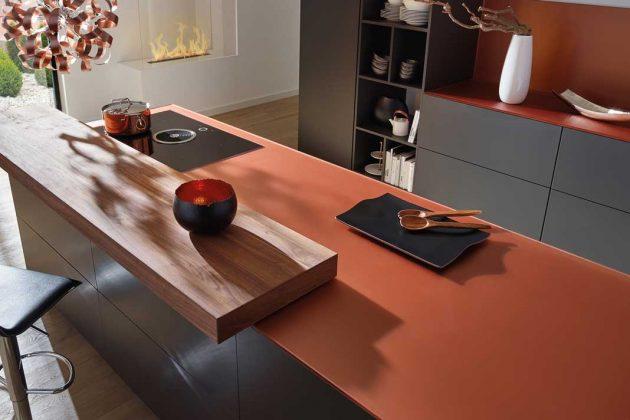Küchen mit kupferfarbenen Arbeitsplatten passen zu den Trends 2019.