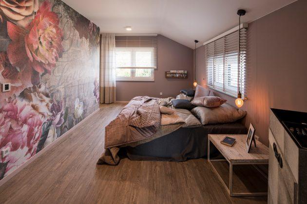 Schlafzimmer im Dachgeschoss - Musterhaus mit Smart-Home-Technik