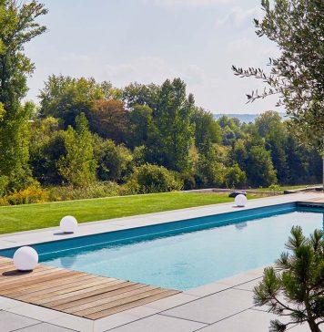 Pool im heimischen Garten