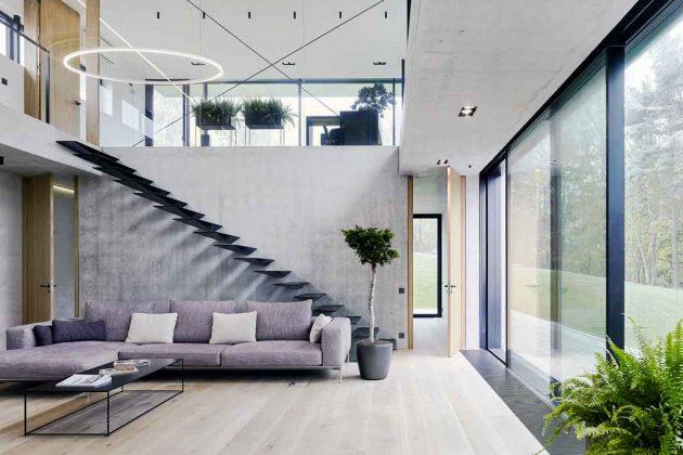 Panoramafenster lassen Tageslicht ins Haus