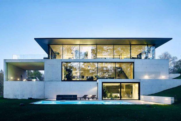 Fassade aus Glas mit Festverglasung