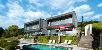 Doppelhaus am Hang mit Pool