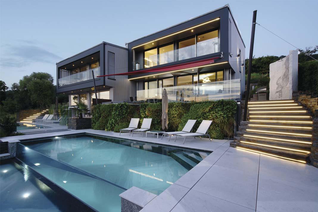 Doppelhaus Bauhaus Außenansicht mit Pool
