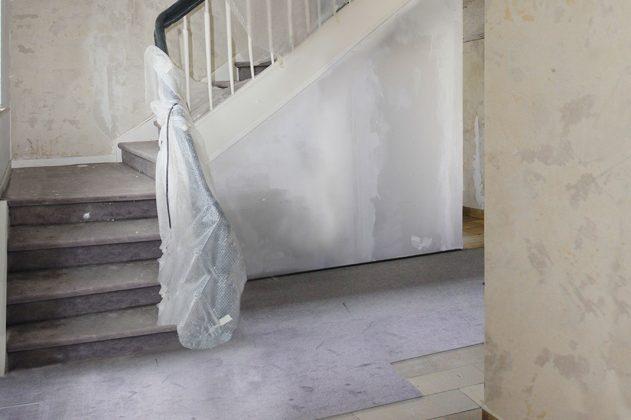 alte Treppe in der Diele war zu dominant