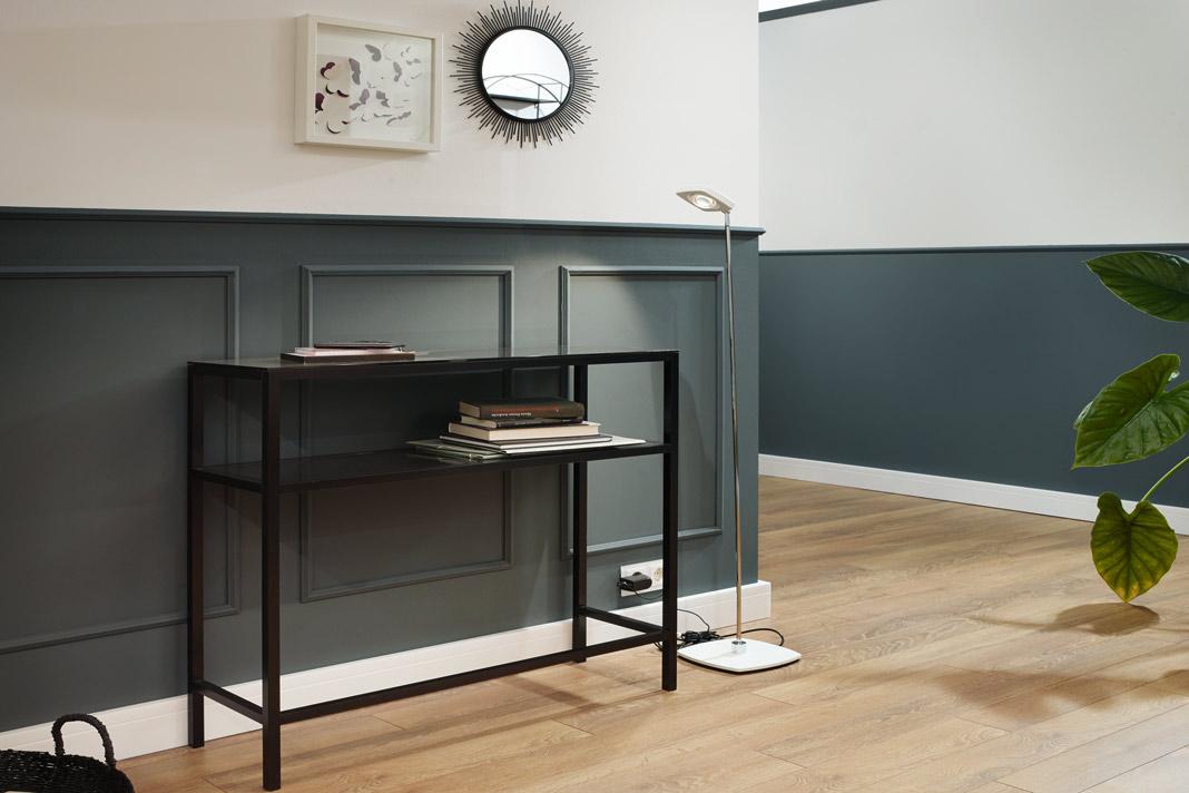 Im Flur ein neuer Boden, neue Wandfarbe, neue Möbel