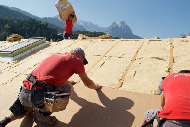 Verlegung der Holzfaser-Dämmplatten auf dem Dach - vdnr