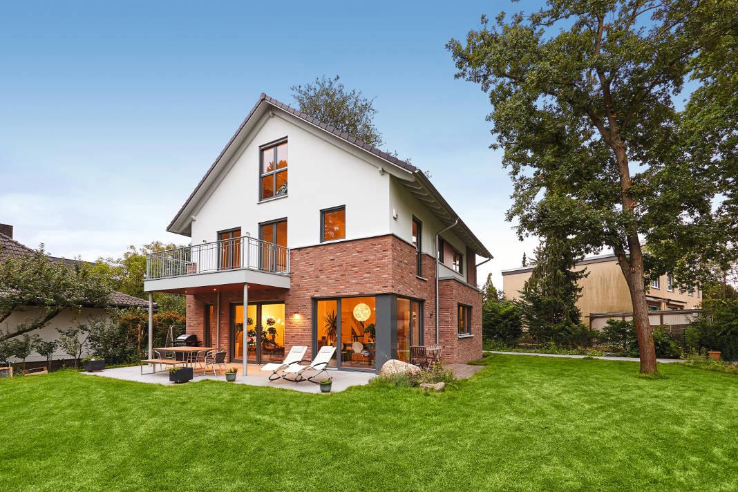 Individuelles Einfamilienhaus im Landhausstil aus Klinker und Putz