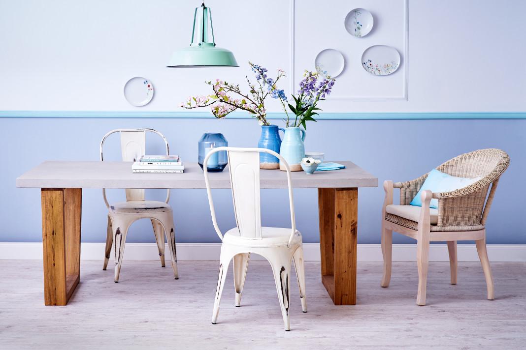 Natürliche Möbel im Sommer-Look: Materialmix pur
