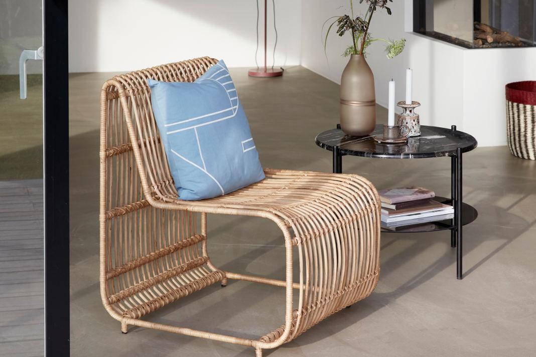 Sessel aus natürlichen Materialien als sommerliches Wohnaccessoire - Hübsch