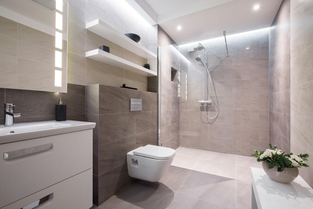 Die WC-Betätigungsplatte perfektioniert das Bild im Bad. - Getty/KatarzynaBialasiewicz