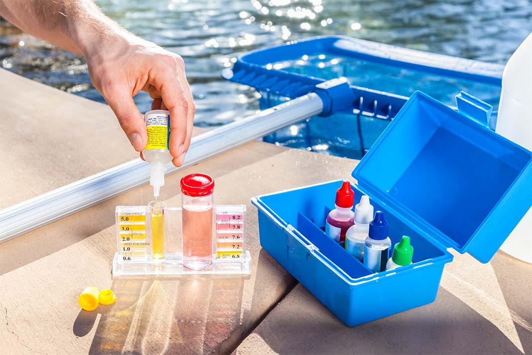 Teststreifenset zum Messen des Chlorgehalts im eigenen Pool
