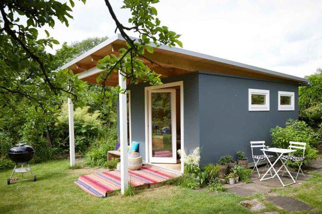 modernes Gartenhaus in grau