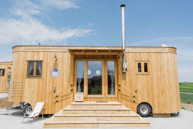 Moderner Wohnwagon als Gartenhaus