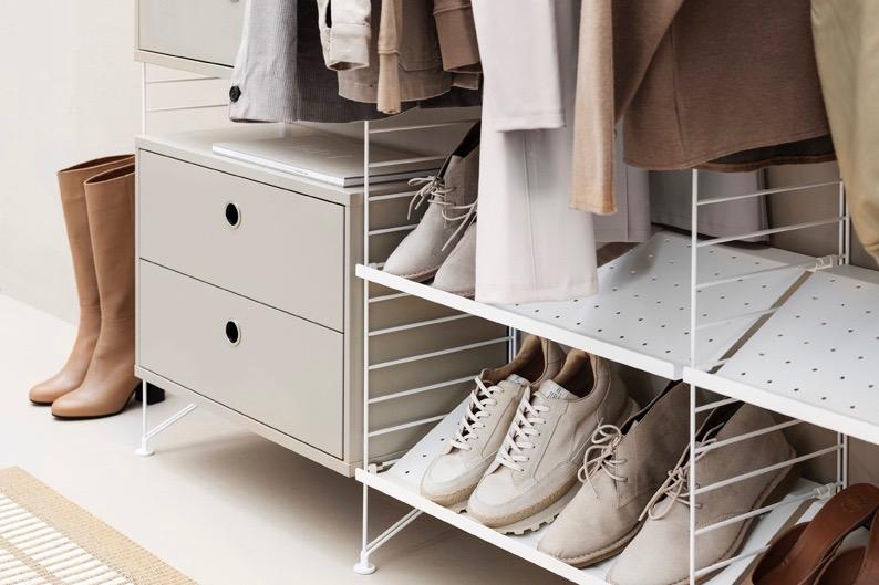 Diele Garderobe mit Regalsystem String