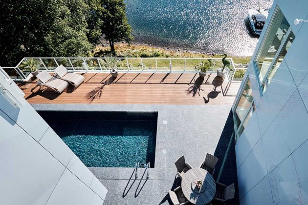 Villa mit Pool am Meer