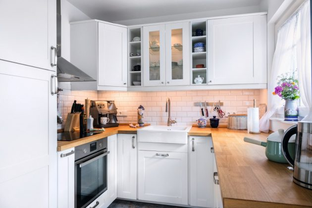 Natürliche Farben in der Küche des Holzhauses im skandinavischen Countrystyle. - SchwörerHaus KG