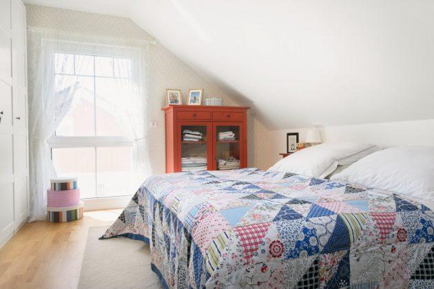 Schlafzimmer mit hohem Kniestock - SchwörerHaus KG