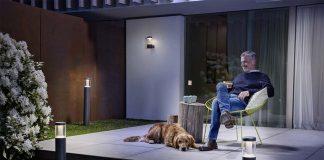 Smart Home Geräte im Garten sorgen für Licht