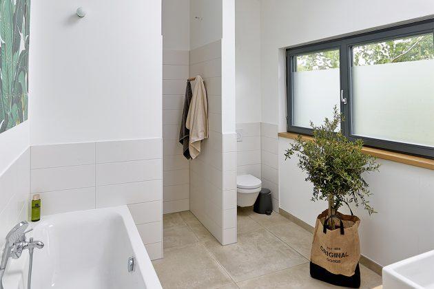 Tageslichtbadezimmer im Dachgeschoss - GUSSEK HAUS