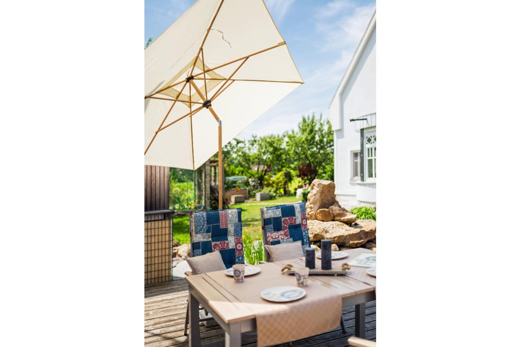 Holz und Alu schaffen Harmonie beim innovativen Sonnenschutz - doppler