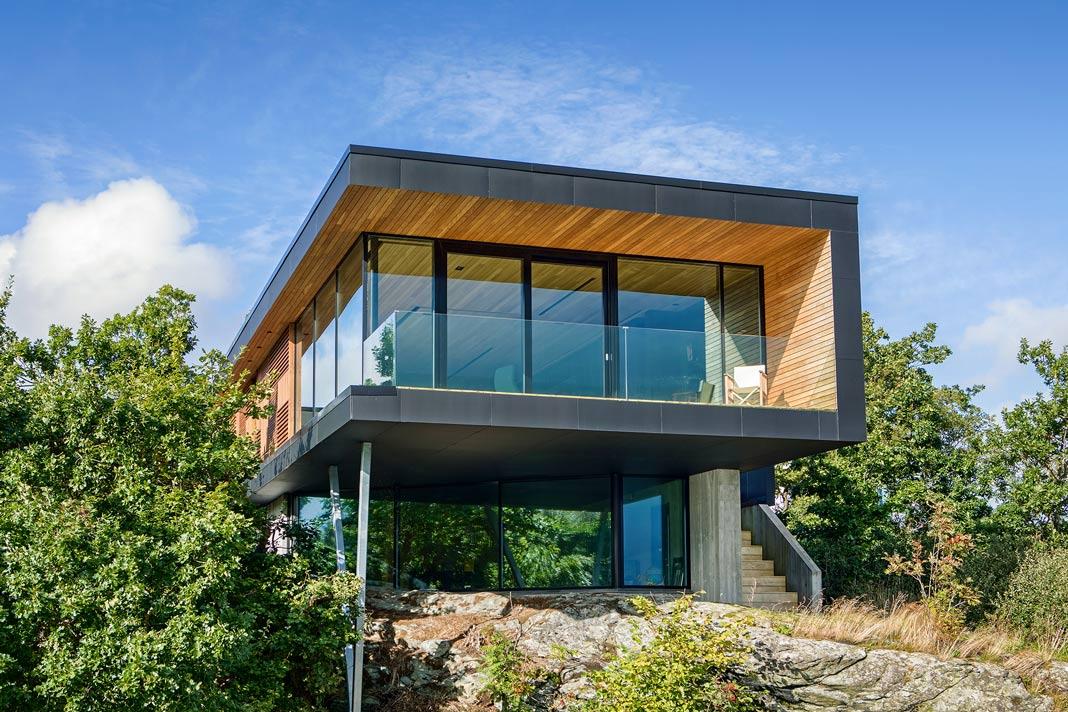 Kubusförmiger Bau als typische Architektur des Bauhausstils - Schüco
