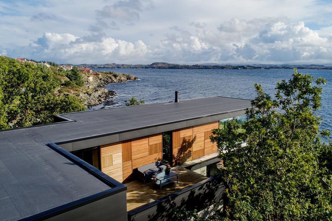 Haus am Fjord im Bauhausstil - Fassade und natürliche Materialien - Schüco
