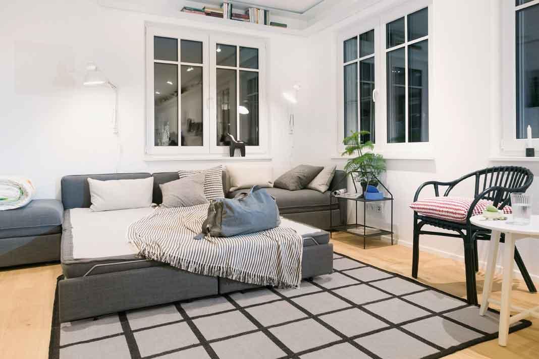 geräumiger Wohnbereich im Modulhaus dient als Gästezimmer