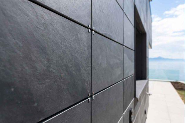 symmetrische Deckung von Fassade und Dach