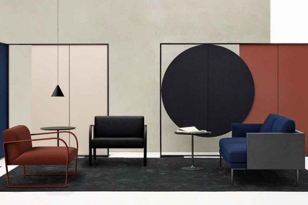 Farbige Sessel und Stühle