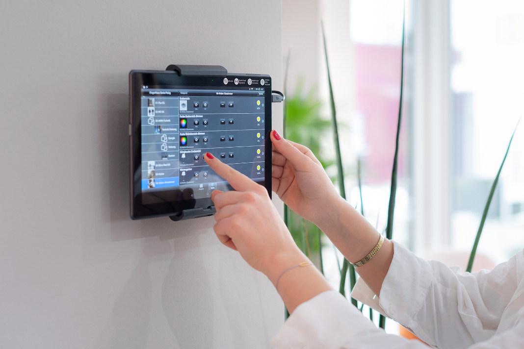 Smart-Home-Technologie im familienfreundlichen Musterhaus - FingerHaus GmbH