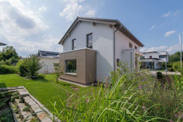 Erweiterung durch Flachdacherker - familienfreundliches Musterhaus - FingerHaus GmbH