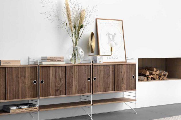 Regal in einem Wohnzimmer im Lagom Design
