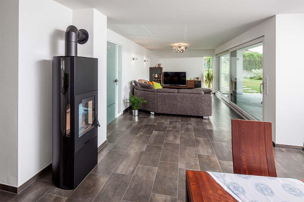 Wohnraum in Mehrgenerationenhaus von BAUMEISTER-HAUS