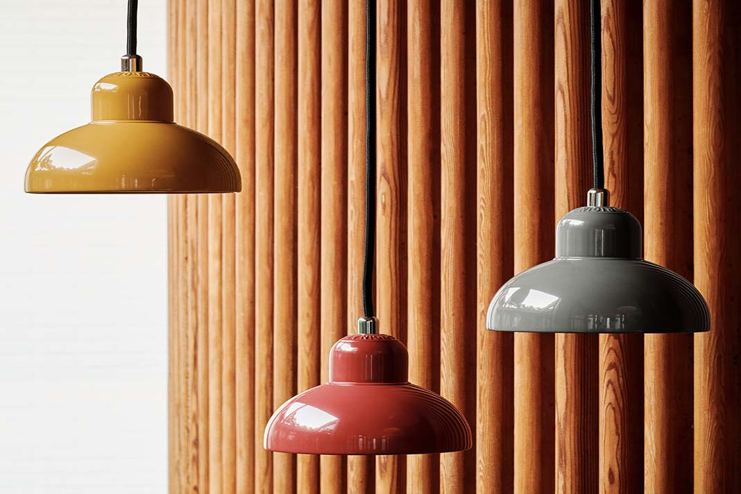 Bauhaus Pendelldeuchten vor Holzwand