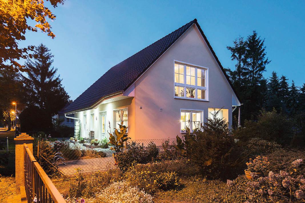 Dreigiebelhaus mit Einliegerwohnung als massives Mehrgenerationenhaus - Bau-GmbH Roth