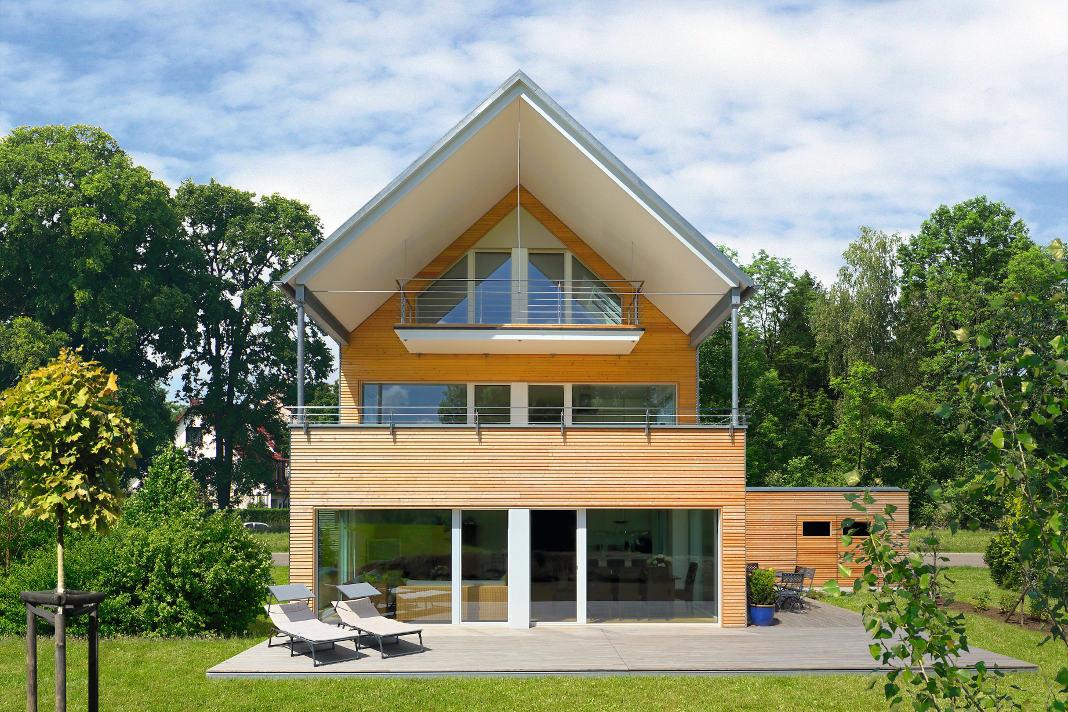 Mehrgenerationenhauses mit Barrierefreiheit - Gartenansicht - Baufritz